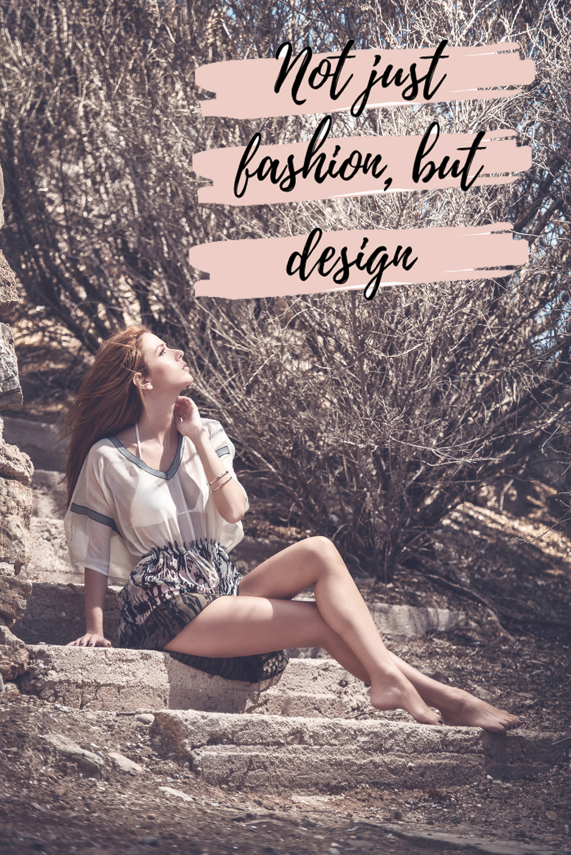Πόντσο, η πιο κοντή εκδοση του Καφτανιού, ένα ρούχο που μπορεί να φορεθεί όλες τις ώρες!!! Συνδυασμένο με τα ανάλογα accessories θα σας πάει απο την πρωϊνή σας βόλτα ώς την βραδινή σας έξοδο.  Ριχτό, εξαιρετικά δροσερό, ανάλαφρο  και άνετο ρούχο. Κατάλληλο για όποιο σωματότυπο και αν έχετε.  Ταιριαστό τόσο για την γυναίκα που θέλει να κρύψει όσο και για την γυναίκα που θέλει δώσει όγκο σε κάποια της εμφάνιση.